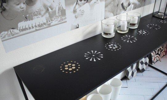 2013, stół, wzór w blacie stalowym wycinany laserem