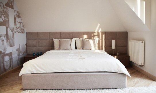 2012, sypialnia z grafiką na ścianie